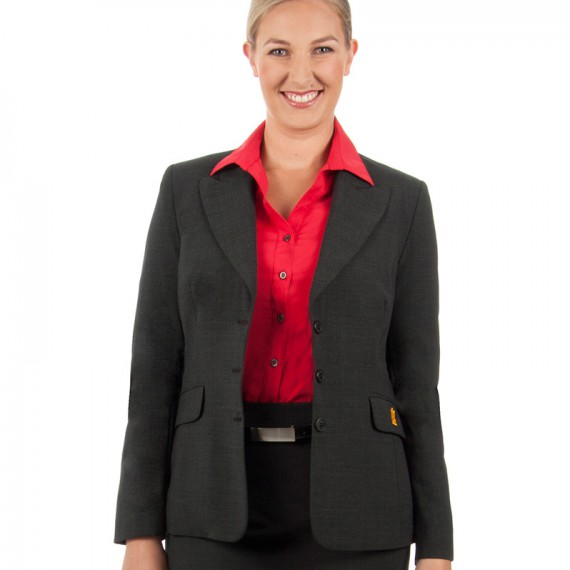 JKBV---Fitted-jacket-with-three-buttons-and-back-vents3